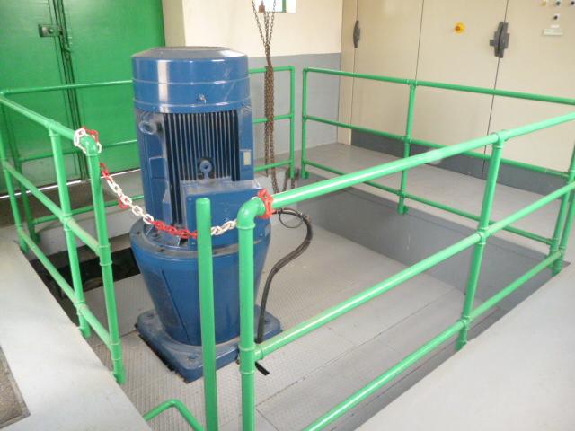 L'eau est relevée vers pour être amenée à l'usine de Louveciennes