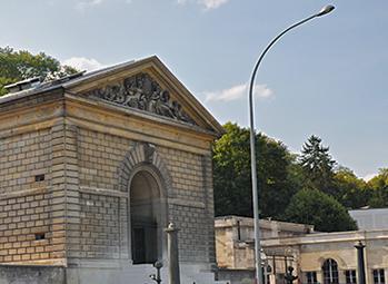 Ce bâtiment abritait la machine alimentant les bassins de Versailles et de Marly